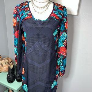 Floral medium trendy dress casual or caress EUC